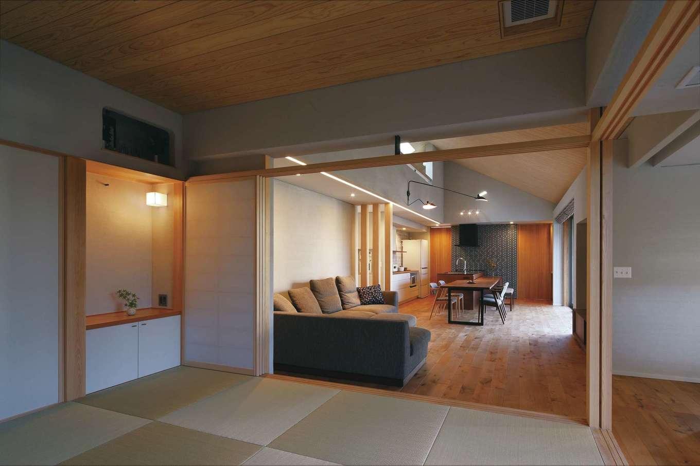 丸昇彦坂建設【デザイン住宅、自然素材、建築家】リビングと隣接する小上がりの和室