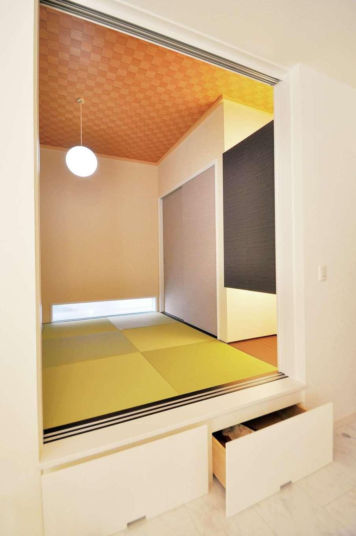 丸昇彦坂建設【デザイン住宅、子育て、インテリア】客間兼ゲスト用の寝室として使う小上がりの和室。収納も充実して、ユーティリティに使いこなせる