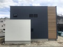 【完全予約制見学会】木格子が栄える、シンプルなボックスハウスの家