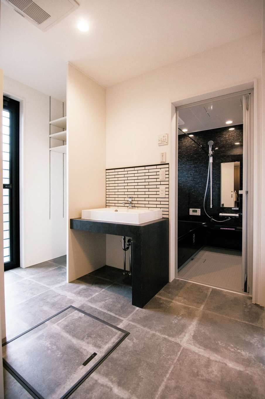 コンクリートとサブウェイタイル。壁とフロアに取り入れた無機質なマテリアルで、個性派必見のインダストリアルデザインを表現