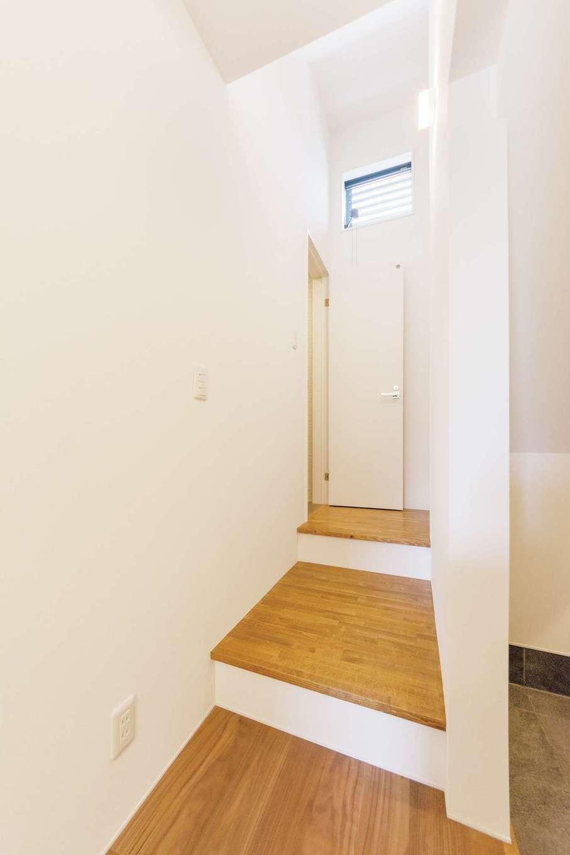 スキップフロアを採用することで、狭小地や傾斜地など限られた敷地でもスペースを無駄なく活用できる