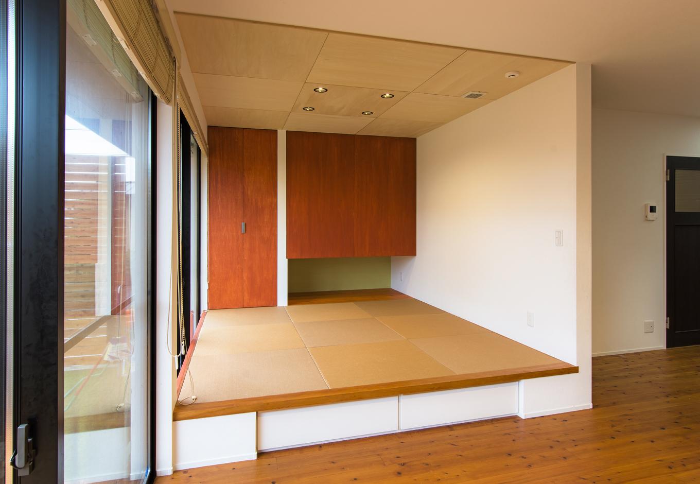 金子工務店/めぐみ不動産(アイフルホーム 沼津店)【デザイン住宅、趣味、自然素材】畳スペースは小上がりになっており、物で散らからないよう、その下を収納スペースにして機能的に