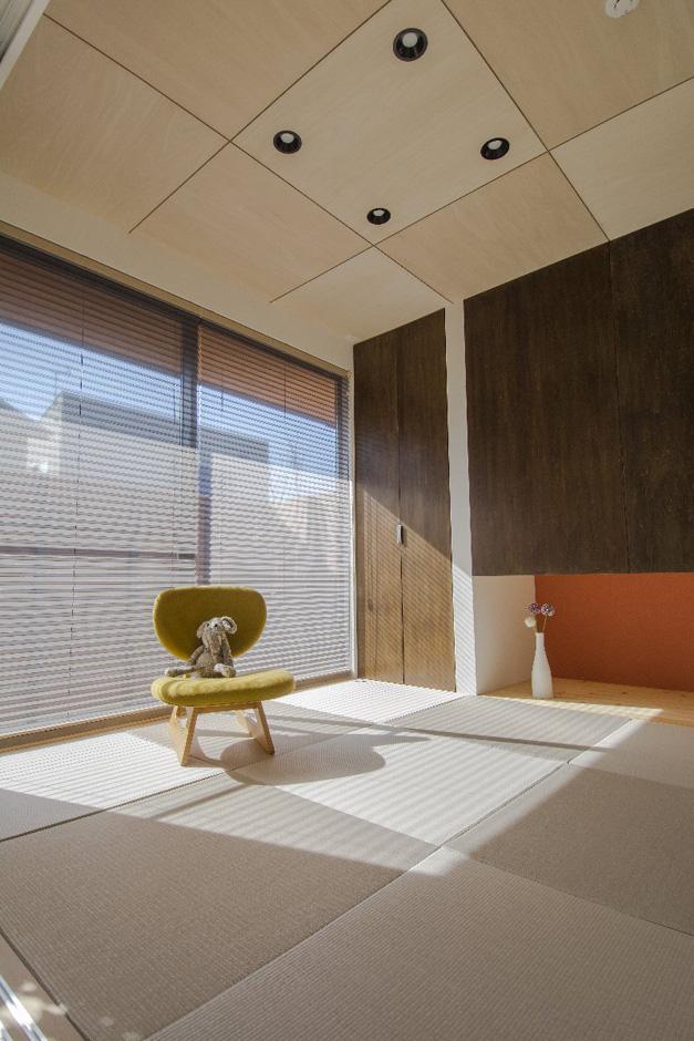 金子工務店/めぐみ不動産(アイフルホーム 沼津店)【デザイン住宅、自然素材、間取り】モダンなデザインの和室。4.5畳でゴロゴロと落ち着けるちょうどいい広さに仕上げた