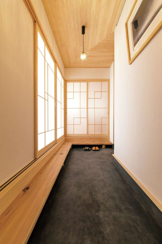 小玉建設【デザイン住宅、和風、自然素材】玄関続きの土間。障子の建具は夫婦でデザインしたそう