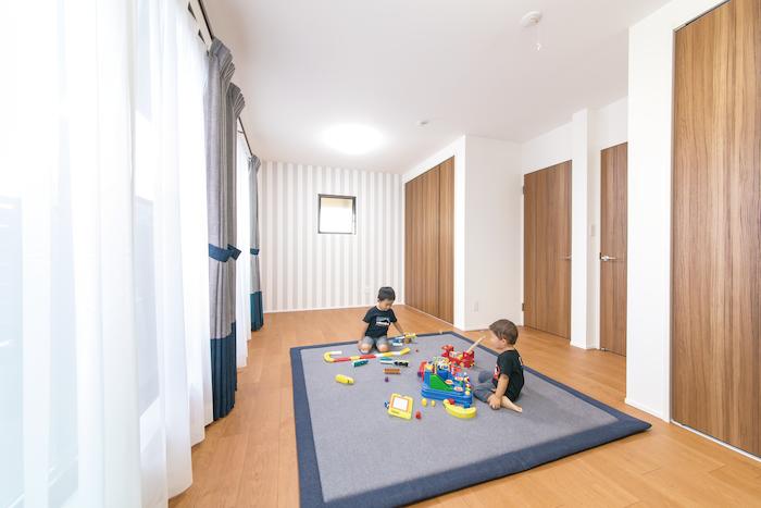 2階の子ども部屋。大きくなったら2つに仕切る予定