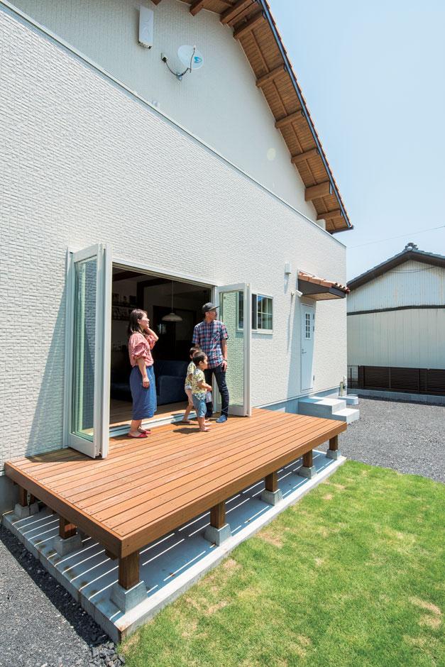 小玉建設【子育て、自然素材、間取り】全開口サッシで開放感200%!BBQやプールはもちろん、広い庭でキャッチボールもできる