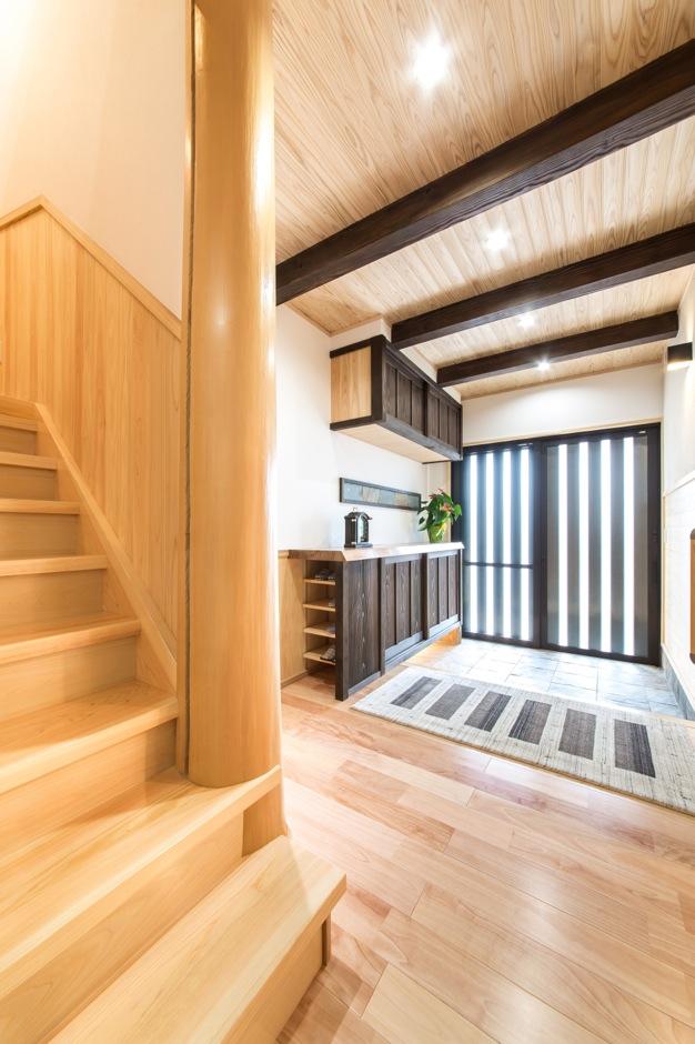 小玉建設【デザイン住宅、二世帯住宅、自然素材】「ワンちゃんも新築にしましょう」と作ってもらった犬小屋。犬が登りやすいよう天井が勾配になっている