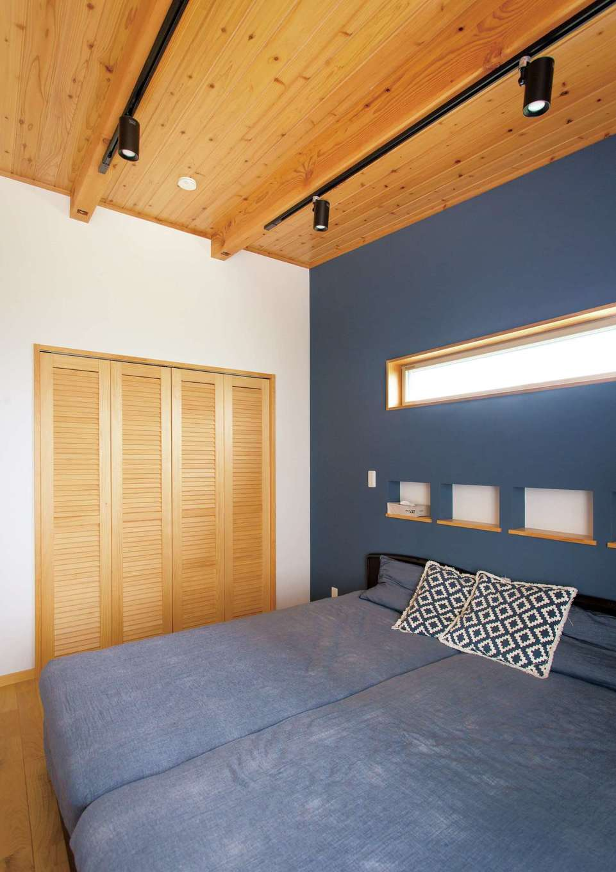 タツミハウジング【子育て、収納力、間取り】夫妻の寝室。2階はどの部屋も南面のバルコニーに面し、明るく開放的