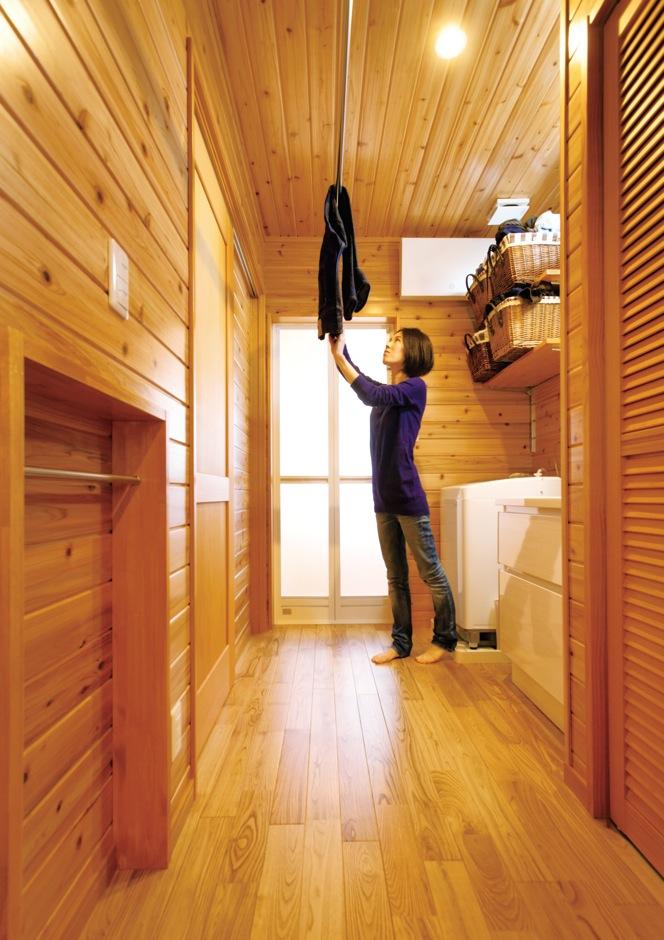 タツミハウジング【収納力、自然素材、間取り】木の調湿効果により、洗面・脱衣室も快適