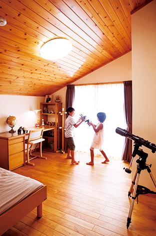 タツミハウジング【子育て、自然素材、スキップフロア】廊下スペースの無駄を省いて、広さを確保した子ども部屋。南面で陽当たり良好!