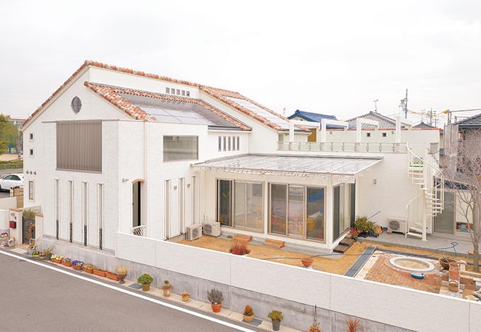 タツミハウジング【収納力、自然素材、屋上バルコニー】リゾートのプチホテルのようなお洒落な建物。ガラス張りのサンルームやスカイバルコニーなど見所いっぱい