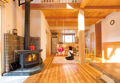 憧れの薪ストーブを囲んで家族の絆がより深まる木の家