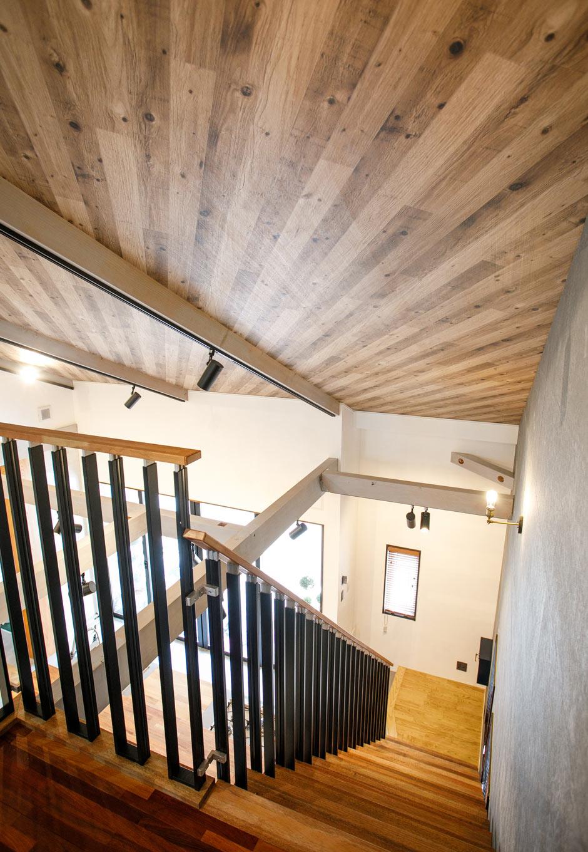 タツミハウジング【豊川市伊奈町前山19-12・モデルハウス】アイアンの手すりがついた階段もポイントの1つ