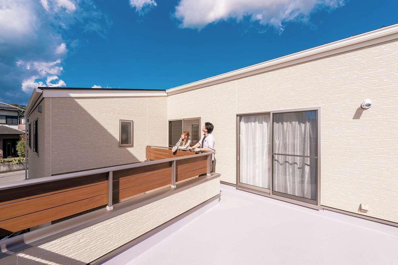 irohaco (アヴァンス)【収納力、間取り、趣味】2階バルコニーは約8畳。近隣の視線を感じずにBBQを楽しめる