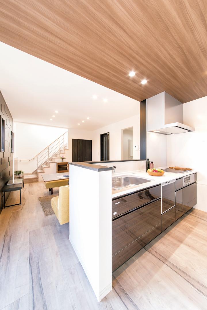 irohaco (アヴァンス)【1000万円台、デザイン住宅、省エネ】キッチンは「Takara standard」。周りの壁はホーロー製なので、汚れも水拭きで落とせるから掃除も楽だと好評だ
