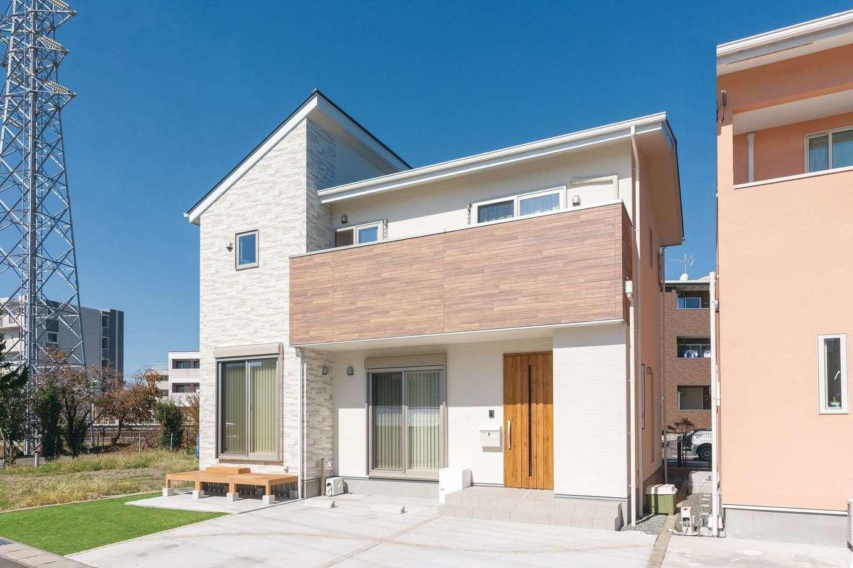irohaco (アヴァンス)【1000万円台、子育て、収納力】独創的な外観デザイン。木目調のバルコニーがアクセントに