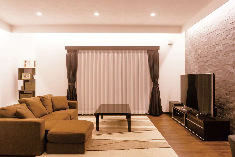 irohaco (アヴァンス)【子育て、収納力、間取り】夜は間接照明でいい雰囲気に。家族を癒してくれる空間だ
