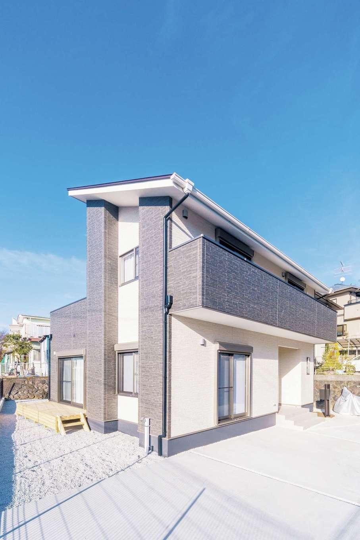 irohaco (アヴァンス)【子育て、収納力、間取り】白&黒のモダンでクールな外観。南向きの片流れ屋根は将来、太陽光発電にも対応可能