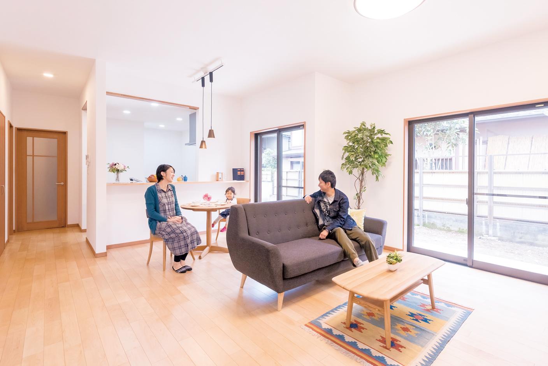 irohaco (アヴァンス)【収納力、間取り、1000万円台】キッチンからカウンター越しに、リビングとダイニングを一望できる