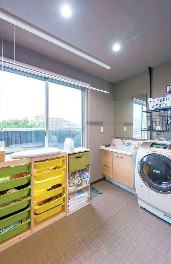 バスルームは2階に設置。天気のいい日には富士山を見ながら入浴できるうえ、洗濯物を干す動線が短くなった