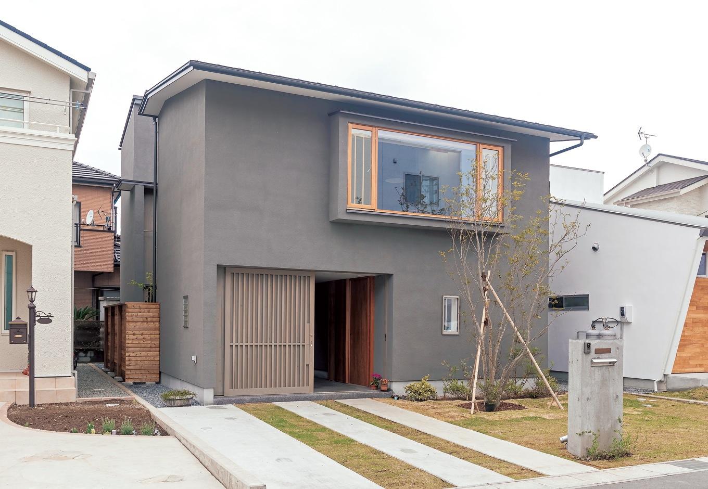 irohaco (アヴァンス)【デザイン住宅、子育て、間取り】洗練された美を感じさせる佇まい。2階の出窓は、木製サッシの「プロファイルウインドー」。断熱性が高く、結露を防ぐので健康にもよい