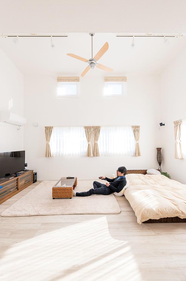 irohaco (アヴァンス)【1000万円台、趣味、屋上バルコニー】寝室といっても、そこは広々としたリビングルームといった趣。音楽を楽しむために防音を施すなど、こだわりのプライベートルームが完成した