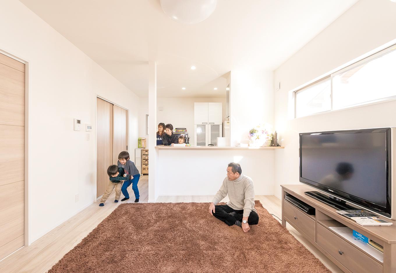 irohaco (アヴァンス)【1000万円台、趣味、屋上バルコニー】対面キッチンを選んだら、家族やお孫さんとコミュニケーションを取りながらお料理を作れるように。お母さまの笑顔を見て、お父さまもうれしそう
