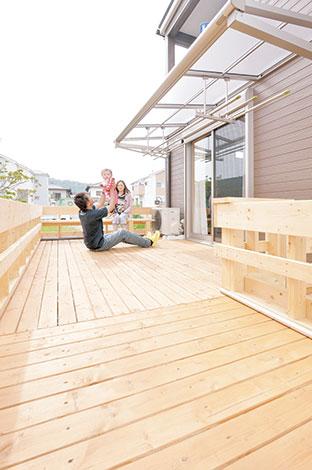 irohaco (アヴァンス)【1000万円台、デザイン住宅、子育て】ウッドデッキは「irohaco」からのプレゼント。裸足で自由に行き来できる、もうひとつのリビングだ