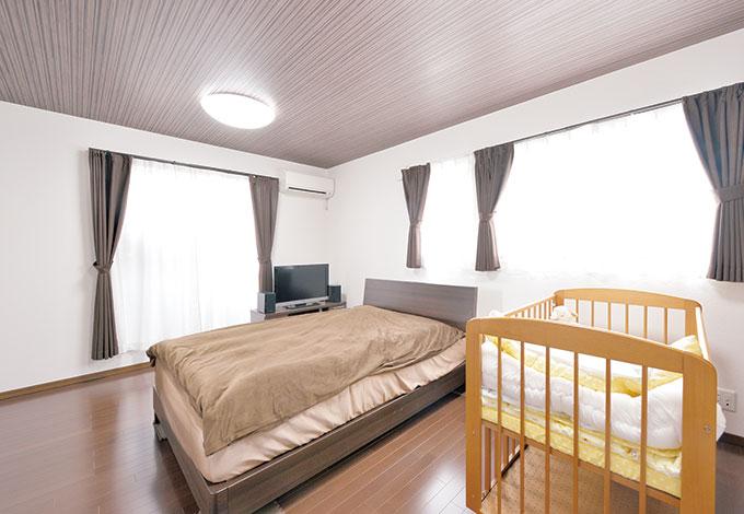 irohaco (アヴァンス)【1000万円台、デザイン住宅、子育て】ダブルベッド+ベビーベッドを入れても広々とした寝室。将来子どもが増えたら、壁で仕切り、子ども部屋を増設できるよう設計