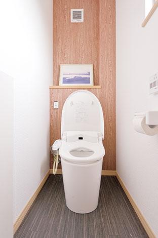 irohaco (アヴァンス)【1000万円台、デザイン住宅、子育て】トイレの後ろの壁紙もアジアンテイストにコーディネートされており、ステキ