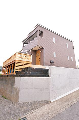 irohaco (アヴァンス)【1000万円台、デザイン住宅、子育て】ブラウンの外壁が印象的。サッシは、黒やこげ茶ではなく、あえてゴールドをチョイス