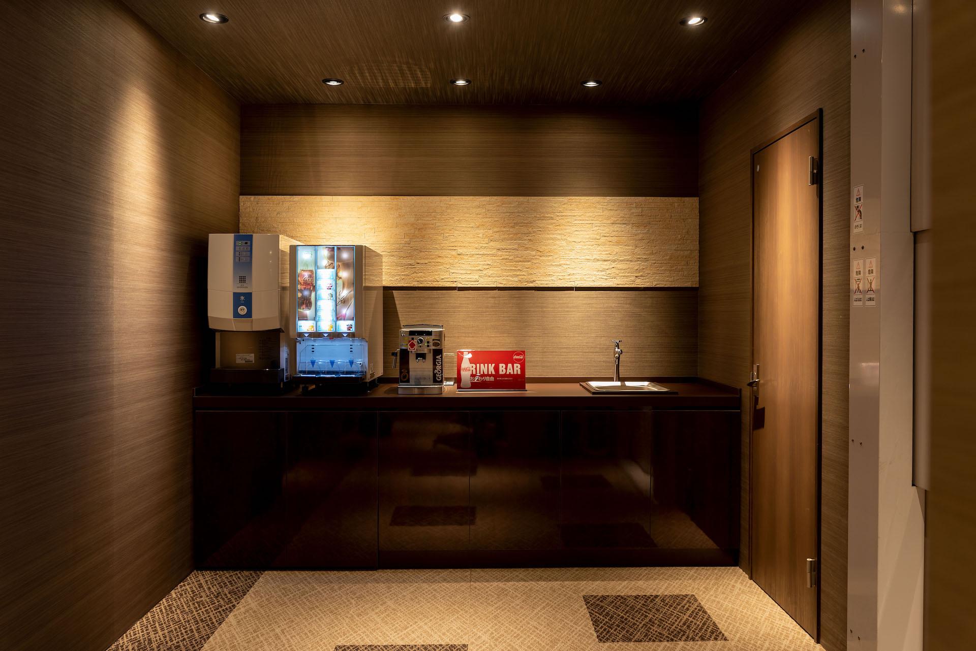 irohaco (アヴァンス)【駿東郡清水町堂庭241-22・モデルハウス】3階にあるセルフドリンクバー(無料)。リラックスして打ち合わせができる