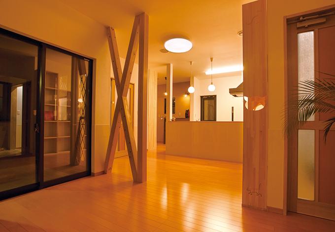 隆勝工務店【デザイン住宅、間取り、ペット】天井に消臭システムをビルトイン。カビや湿気も吸収、分解してくれるから室内はいつもクリーンな空気が流れている。音楽好きな家族のため、天井にスピーカーも設置した
