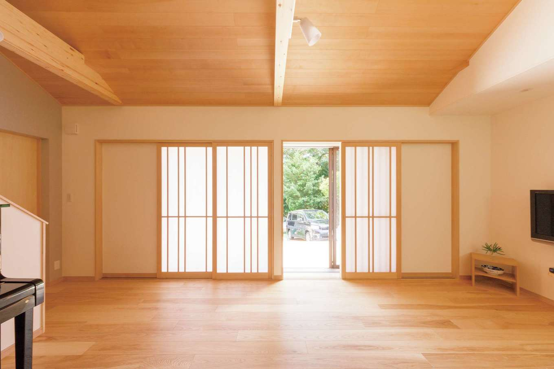 埃や結露が気になるからカーテンはつけず、すべて障子にした。建具は造作。O邸だけの1点モノ