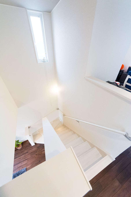 リビング階段は吹き抜けになっている。高気密・高断熱の住宅だから、広い開口部があっても暖房効率がいい