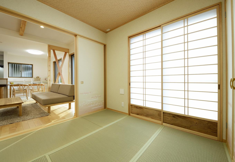 R+house三島(鈴木工務店)【デザイン住宅、収納力、自然素材】腰板付の「横シゲ障子」。『鈴木工務店』は障子のデザインも行う