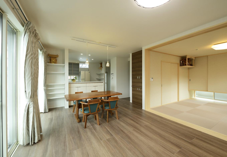 R+house三島(鈴木工務店)【デザイン住宅、和風、間取り】和室の障子を開けるとリビングダイニングと一体になるようにした