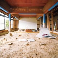 和室は旧家で使っていた美しい欄間を再利用し、天井、畳、襖、障子などの内装を一新