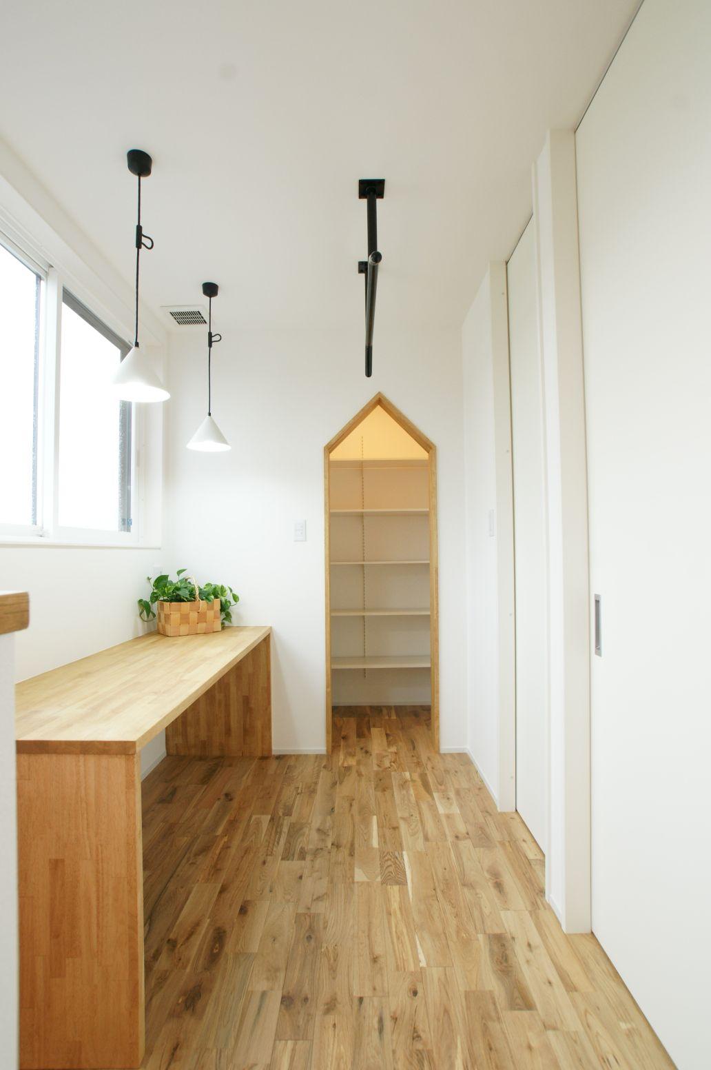 RIKYU (リキュー)【デザイン住宅、間取り、インテリア】2階スタディコーナーと収納は回遊出来て家事も楽々