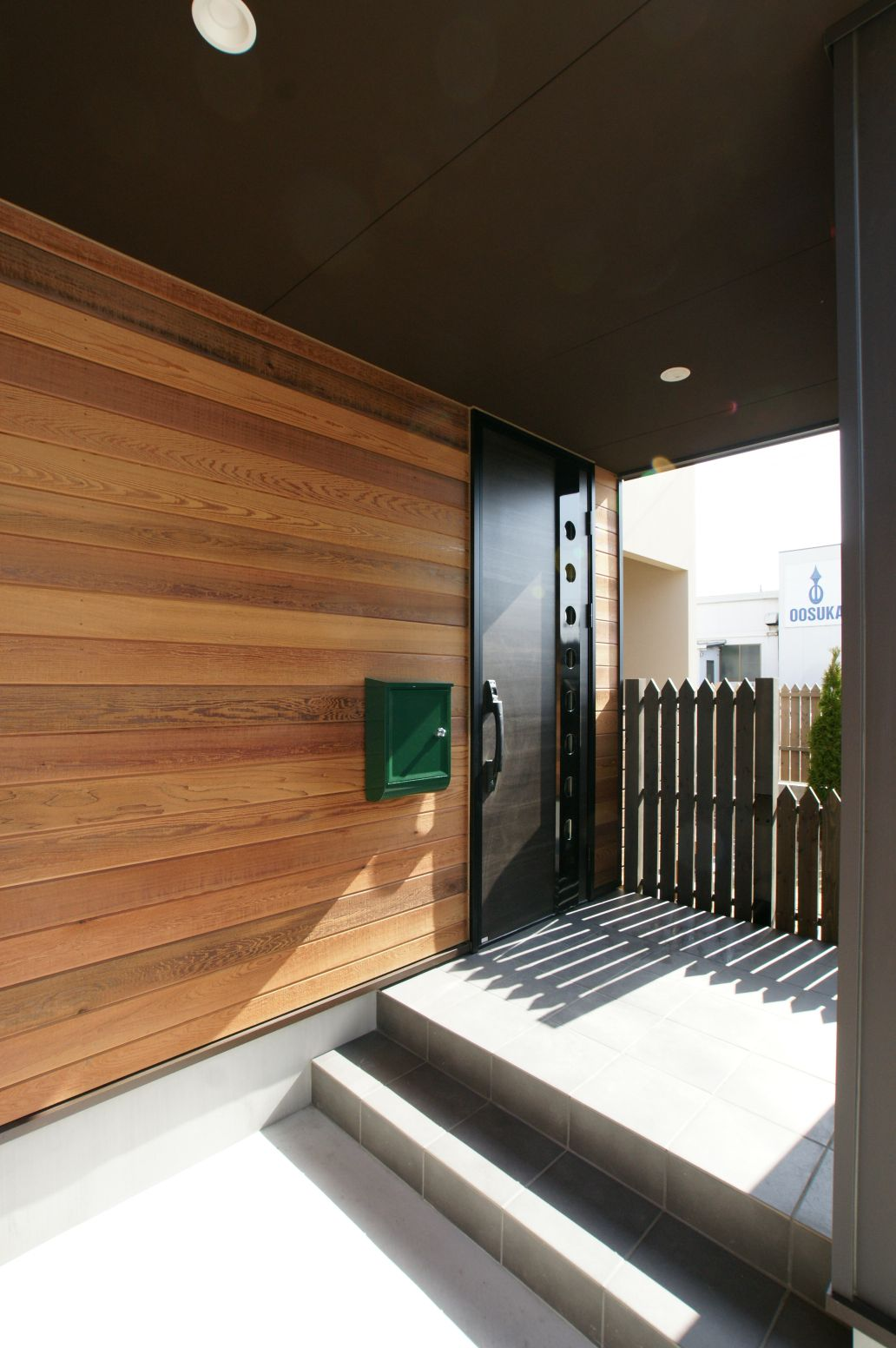 RIKYU (リキュー)【デザイン住宅、省エネ、インテリア】木目が印象的な玄関ホール