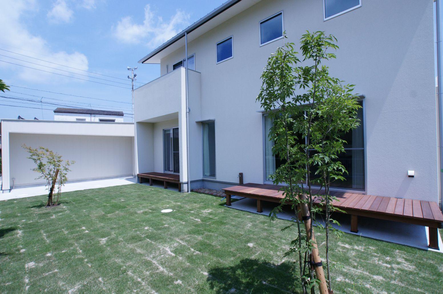 RIKYU (リキュー)【デザイン住宅、建築家、インテリア】グリーンが映える外観