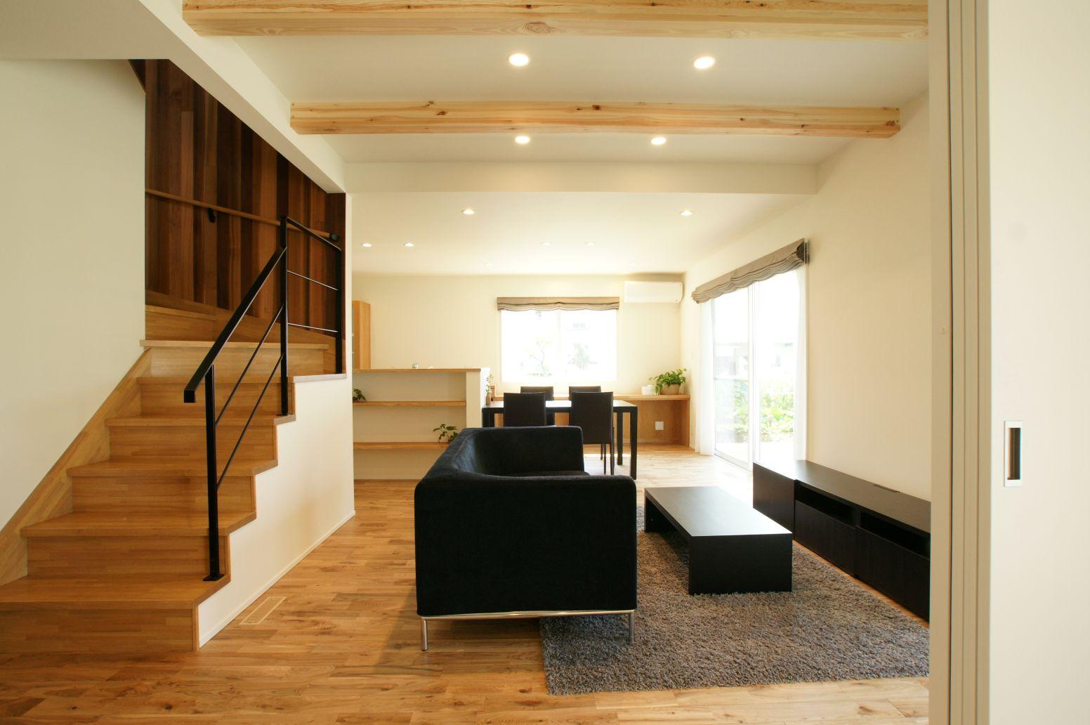 RIKYU (リキュー)【デザイン住宅、建築家、インテリア】化粧張りとアイアンの手すりがアクセントになっている