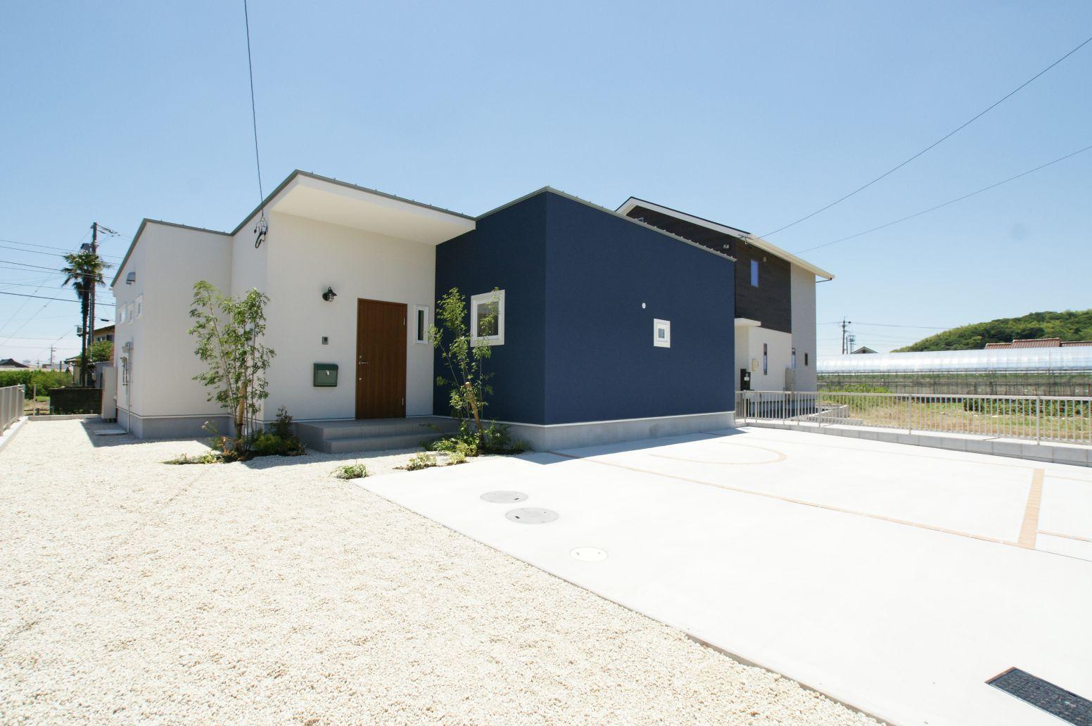 RIKYU (リキュー)【デザイン住宅、間取り、インテリア】コントラストが印象的な外観