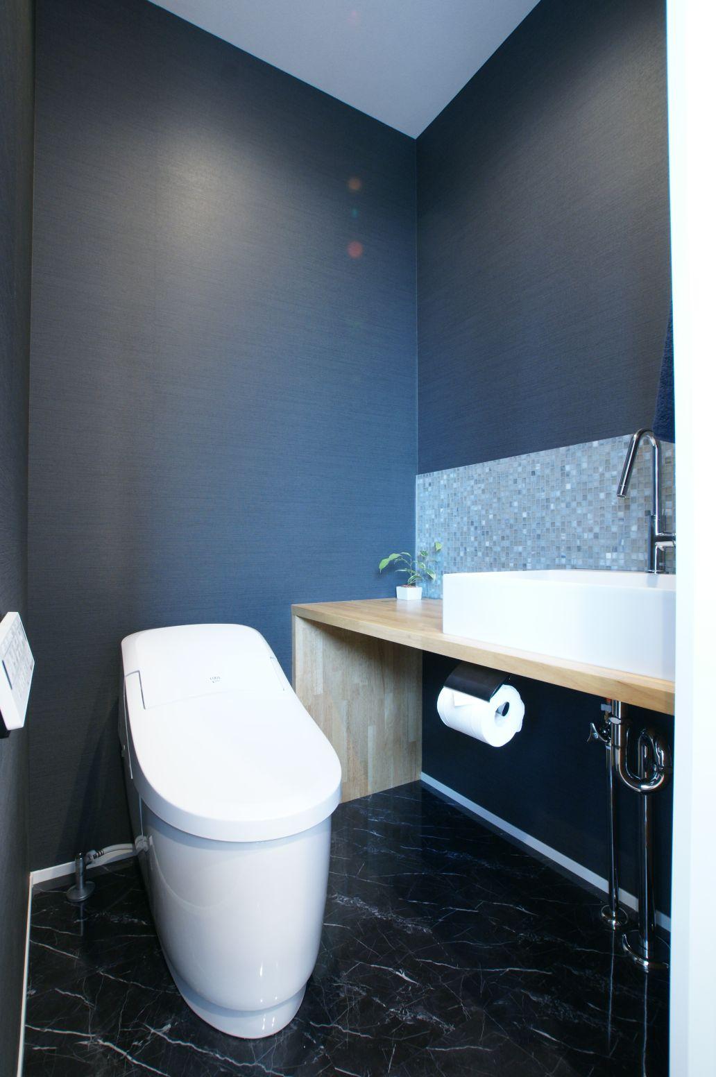 RIKYU (リキュー)【デザイン住宅、間取り、インテリア】トイレはシックなデザインでコーディネート