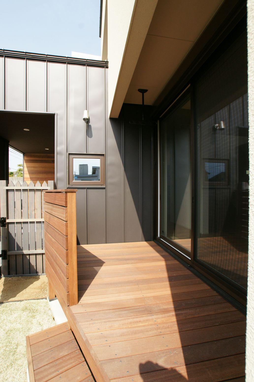 RIKYU (リキュー)【デザイン住宅、省エネ、インテリア】ウッドデッキで内と外が一つにつながる