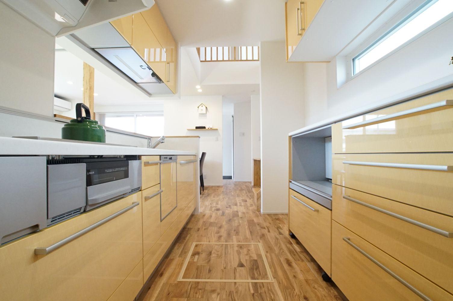 RIKYU (リキュー)【デザイン住宅、省エネ、インテリア】キッチンはイエローでポップな印象に