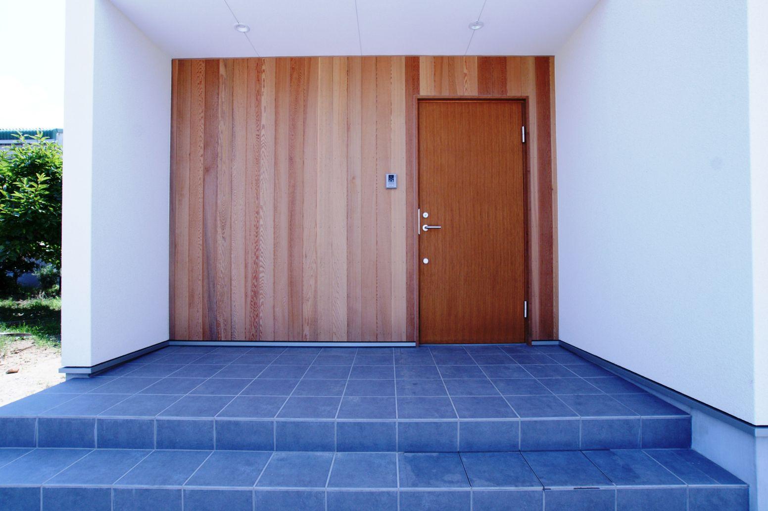 RIKYU (リキュー)【デザイン住宅、建築家、インテリア】木目がアクセントになり、空間に彩を与えている。