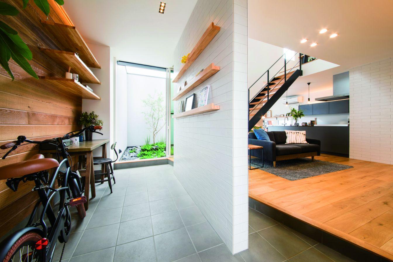 RIKYU (リキュー)【西尾市熊味町山畔65-9・モデルハウス】リビングと一体型の土間玄関。書斎やアトリエなど、使い方は無限大