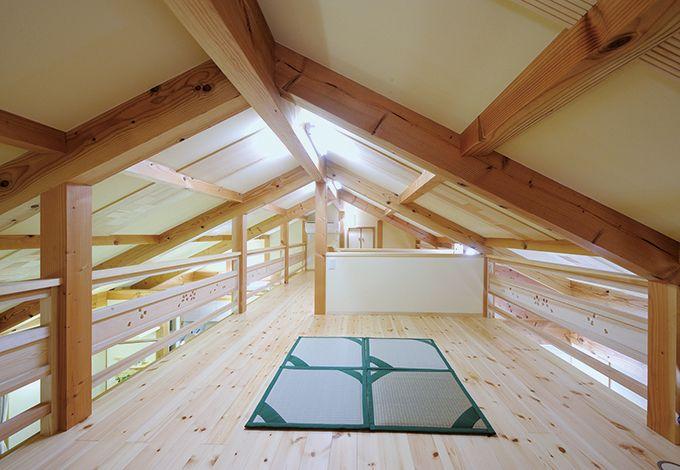 瀧口建設【収納力、夫婦で暮らす、平屋】平屋でありながら、ハシゴではなく階段を昇る広いロフトを実現。12畳のゆったり空間は、収納はもちろん、趣味部屋としても利用できる