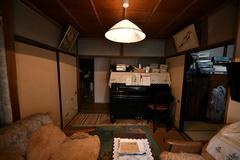 二間続きの和室にはピアノや応接セット、タンスなどが置かれ、手狭な状況だった。お祖母さまのピアノと段通の絨毯はリフォーム後の住まいでも使おうと決め、プランニングの際にそのためのスペースを用意してもらった。